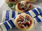 Kleine Salami-Pizzen Rezept