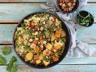 Kohlrabi-Tofu-Curry mit Kräuter-Apfel-Reis und Haselnüssen Rezept