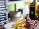 Kotelett vom Lamm mit Apfel-Sellerie-Salat Rezept