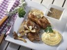 Koteletts vom Spanferkel mit Biersoße, Pilzen und Maisbrei (Polenta) Rezept