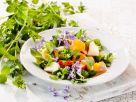 Kräuter-Früchte-Salat mit Blüten Rezept