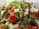Kresse-Tomaten-Salat mit Saubohnen und Parmesan Rezept