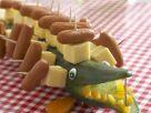 Krokodil aus Gurke, Käse und Würstchen Rezept