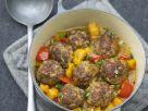 Kürbis-Paprika-Eintopf mit Hackfleischbällchen Rezept