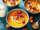 Kürbis-Süßkartoffel-Suppe mit Apfel und Croûtons Rezept
