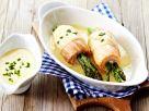 Lachsröllchen mit grünem Spargel und Le Gruyère AOP Sauce Rezept