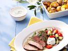 Lammsteak mit Salat und Ofenkartoffeln Rezept