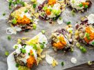 Lila Kartoffeln vom Blech mit Käse und rotem Pesto Rezept