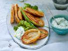 Linsenpuffer mit Joghurt-Dip und Eichblattsalat Rezept