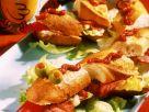 Lustiges Partybaguette mit Salat, Nüssen und Wurst Rezept