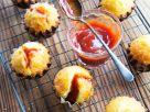 Mandel-Muffins mit Hagebuttenmus Rezept