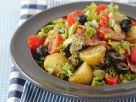 Mediterraner Kartoffelsalat mit Pesto Rezept
