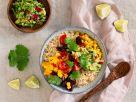 Mexiko-Bowl mit Reis, Mais, Bohnen und Guacamole Rezept