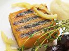 Muskatkürbis vom Grill mit marinierten Zitronen, Zwiebeln in Portweinsoße und Schafsfrischkäsepüree Rezept