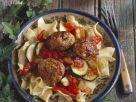 Nudeln mit Putenbällchen und Zucchini-Tomaten-Sugo Rezept