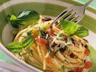 Nudeln mit Tomaten und Oliven Rezept