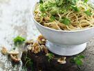 Nudeln und Pesto mit Petersilie und Walnüssen Rezept