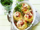 Nudelnester mit Speck und Käse überbacken Rezept