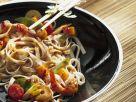 Nudelwok mit Gemüse Rezept