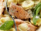 Öhrchennudeln mit Lachs und Basilikum Rezept