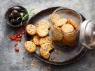 Oliven-Parmesan-Cracker mit Chili Rezept
