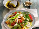 Panzanella mit Tomate, Mozzarella und Rucola Rezept