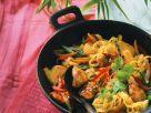 Paprika-Hähnchenpfanne mit Nudeln und süßer Chilisoße Rezept