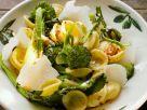 Pasta mit Brokkoli, Chili, und Parmesankäse Rezept