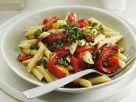 Pasta mit Paprika, Tomaten und grüner Salsa Rezept