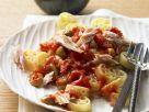 Pasta mit pikanter Soße und Thunfisch Rezept
