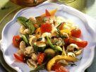 Pasta mit sommerlichem Gemüse und Kürbiskernen Rezept