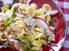 Pastasalat mit Blauschimmelkäse, Rucola und Nüssen Rezept