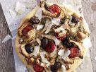 Pizza mit Artischocken, pikanter Wurst und Oliven Rezept