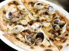 Pizza mit Muscheln Rezept