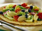 Pizzafladen belegt mit Lattich und Salami Rezept