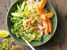 Pochierter Lachs mit Reis und Papaya Rezept