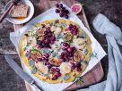 Polenta-Pizza mit Ziegenkäse, Feigen und Trauben Rezept