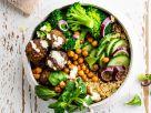 Quinoa-Bowl mit Kichererbsenbällchen Rezept