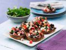 Riesenchampignon-Köpfe mit Tomaten, Oliven und Feta Rezept