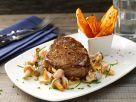 Rindersteak mit Pilzsauce und Süßkartoffelwedges Rezept