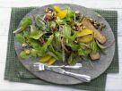 Salat mit Karamellnüssen Rezept