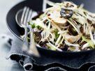 Salat mit Kohl, Trauben, Linsen und gebratener Hühnerbrust Rezept