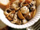 Salat mit Tintenfischen und in Öl eingelegte Pilze Rezept