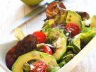 Salat mit Tomaten und Avocado Rezept