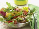 Salat von gebratenem Gemüse mit Hähnchenbrust Rezept