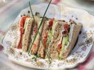 Sandwichs mit Räucherlachs, Frischkäse und Gurke Rezept