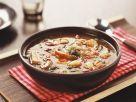 Scharfe Schweinefleischsuppe mit Chili und Paprika Rezept