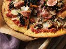 Schinken-Pizza mit Kohl und Feigen Rezept