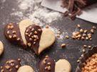 Schoko-Herz-Plätzchen mit Nüssen Rezept
