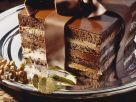 Schoko-Mokkacreme-Torte mit Schokoladenschleife Rezept